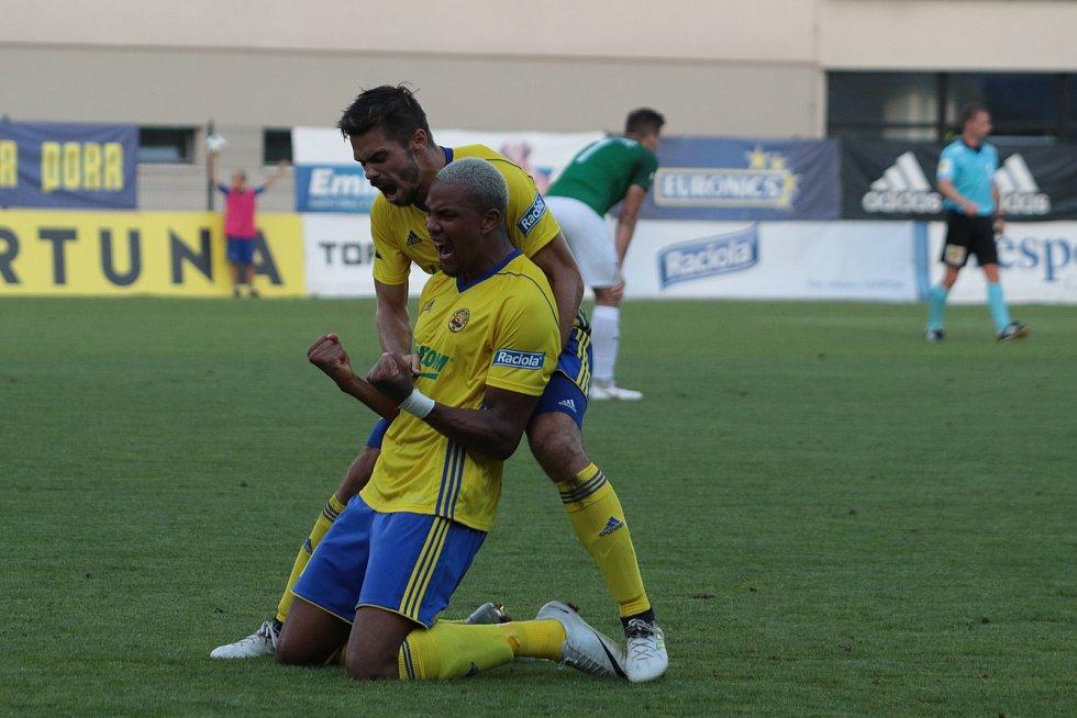 Fotbalisté Zlína (ve žlutých dresech) remizovali ve 3. kole FORTUNA:LIGY s Jabloncem 1:1.