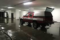 Vytrvalý déšť ve Zlínském kraji zaplavil cesty, zvedl hladiny řek. Zaplavené garáže Hony II ve Zlíně Jižních Svazích.