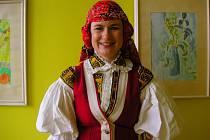 Kateřina Vránová pracuje coby školní psycholožka v otrokovické Základní škole Trávníky. Na kroj nedá dopustit, doma jeden svůj vlastní má. Jeho údržba je náročná.