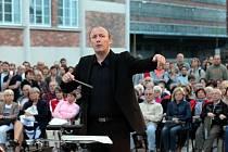 Koncert filharmonie Bohuslava Martinů pod širým nebem v 14–15 Baťově institutu ve Zlíně.