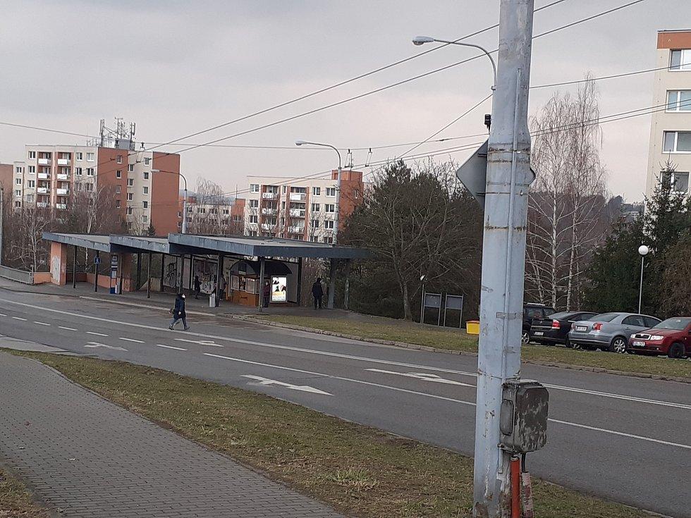Stejně tak i u posledního ze čtyř podchodů na tomto sídlišti, v blízkosti ulic Česká, Slovenská a Moravská. Ani zde však chodci podchod nevyužívají jak by měli.