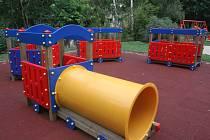 Dětské hřiště u mateřské školy v Malenovicích.
