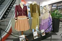 Kostýmy z pohádky Honza málem králem vystavené ve Zlatém Jablku ve Zlíně