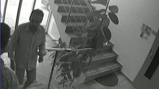 Podezřelí z krádeže ve firmě