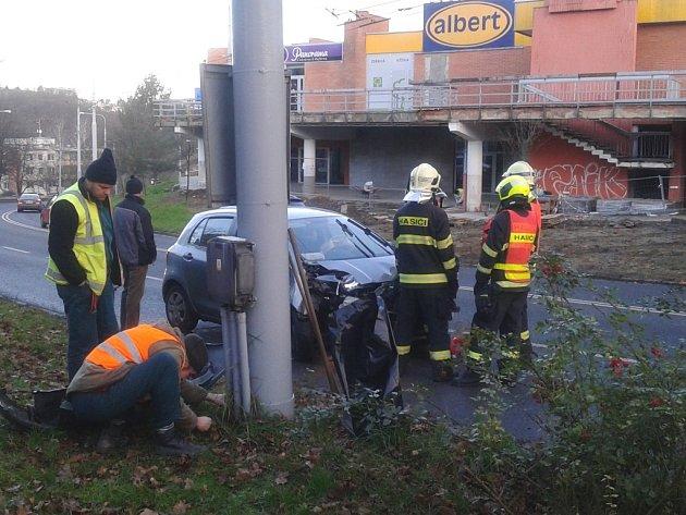 Řidič tvrdil, že mu pod auto vběhl pes. Škoda na vozidle je téměř odpisová