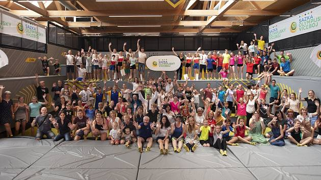 Sazka olympijský víceboj - rozdělení jednoho milionu korun 35školám vpodobě poukazu nasportovní vybavení