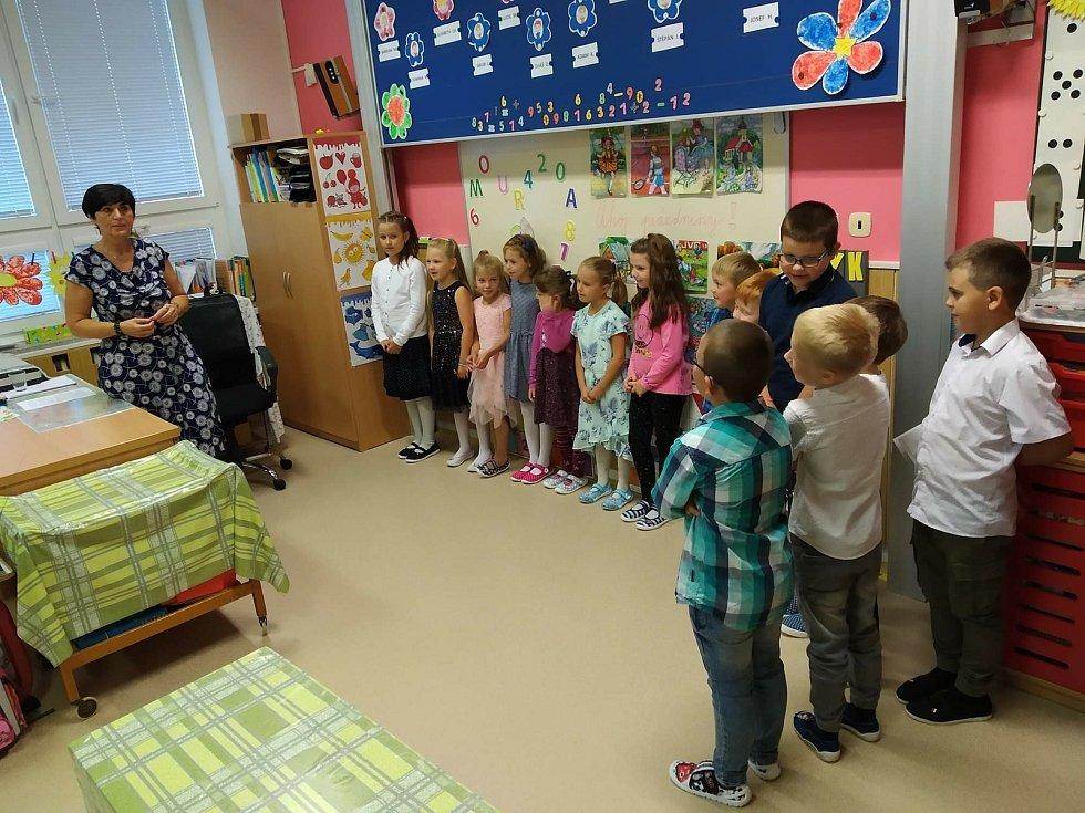Do Základní školy Březnice nastoupilo letos k 1. září 62 žáků. Z toho 14 prvňáčků, 13 druháků, 12 třeťáků, 12 čtvrťáků a 11 páťáků.