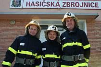 Dobrovolní hasiči v Trnavě: starosta sboru Miroslav Srovnal (vlevo),  dobrovolná hasička Eva Vajďáková a pokladník Oldřich Gargulák