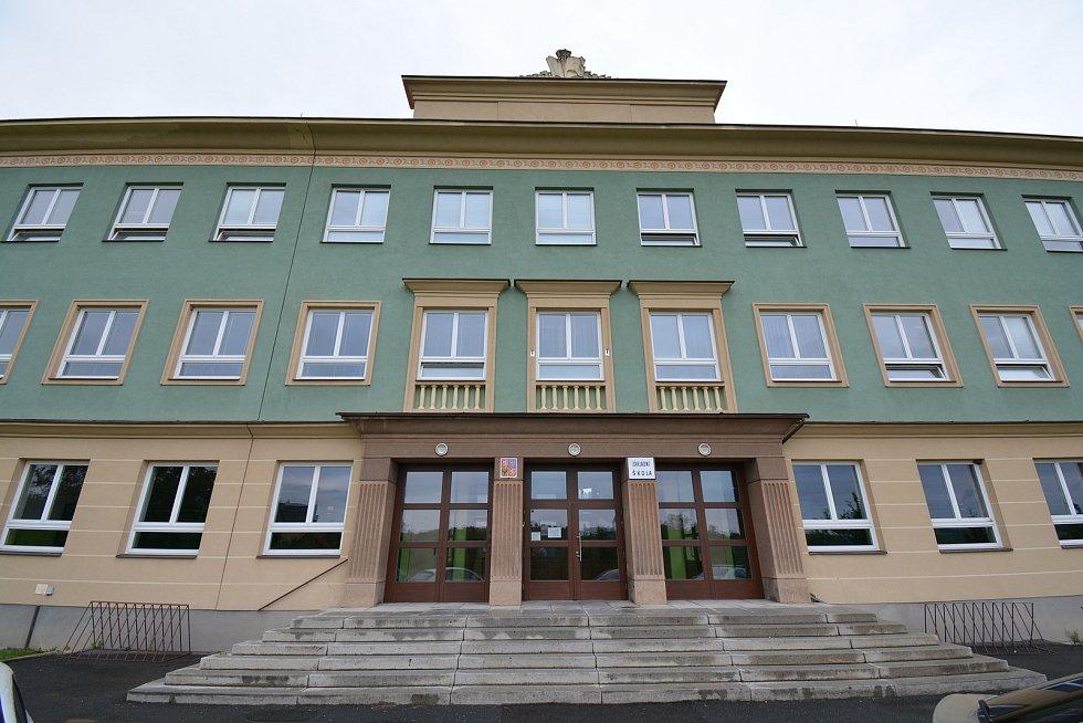 Vesničce Újezd na Zlínsku chybí podle místních snad jen moře. Na snímku z 26. srpna 2021 škola.