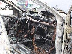 Při požáru osobního vozidla, zasahovaly ve Zlíně před třináctou hodinou dvě jednotky hasičů.