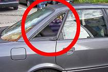 Jako vloupání. Muž se dobýval do vlastního auta.