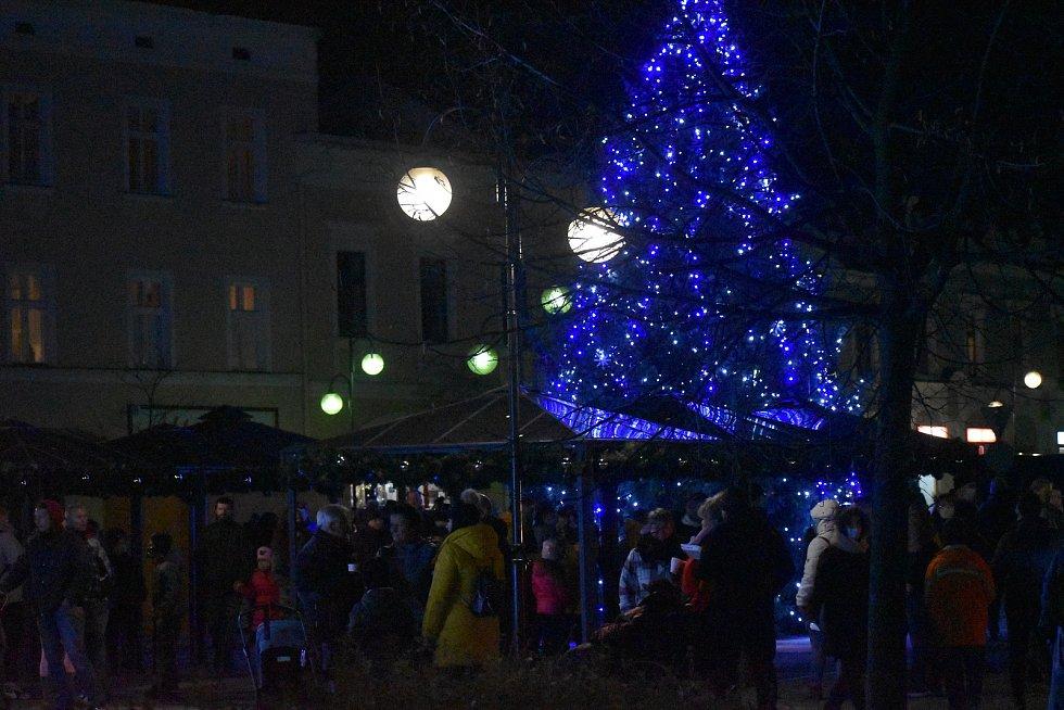Vánoční strom a výzdoba v Holešově.
