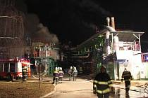 Rozsáhlý požár ve výrobě chemikálií v Otrokovicích.