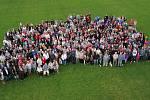 Ve Spytihněvi uspořádali společné focení obyvatel vesnice. Lidí se nakonec sešlo více než 600. Společný snímek vyjde coby příloha publikace o obci.