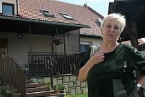 TEĎ UŽ JE DOBŘE. Na solidaritu lidí, ale ani na ty, kteří okukovali bezmocné obyvatele vytopených domů, Marie Hánová nikdy nezapomene.