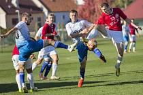 Fotbalisté Uherského Brodu (v červených dresech) v 11. kole Fortuna MSFL zničili Otrokovice 5:0