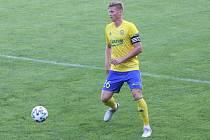 Fotbalisté Zlína (žluté dresy) zakončili letní přípravu domácím zápasem s brněnskou Zbrojovkou. Na snímku je Václav Procházka.