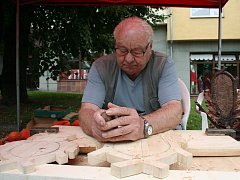 Bohumil Havlík se věnuje řezbářství už 17 let.