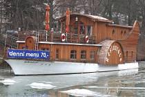 Loď na Kudlovské přehradě je na prodej.