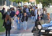 Doprava ve Zlíně na Štefánikově ulici v první školní den .