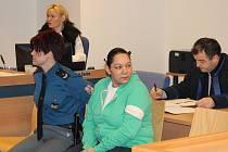 Dvanáct let za mřížemi si má podle rozsudku zlínského krajského soudu odsedět třiatřicetiletá Simona Kováčová ze Slavičína. Tento trest dostala za to,že loni v září v opilosti pobodala svého bývalého druha.