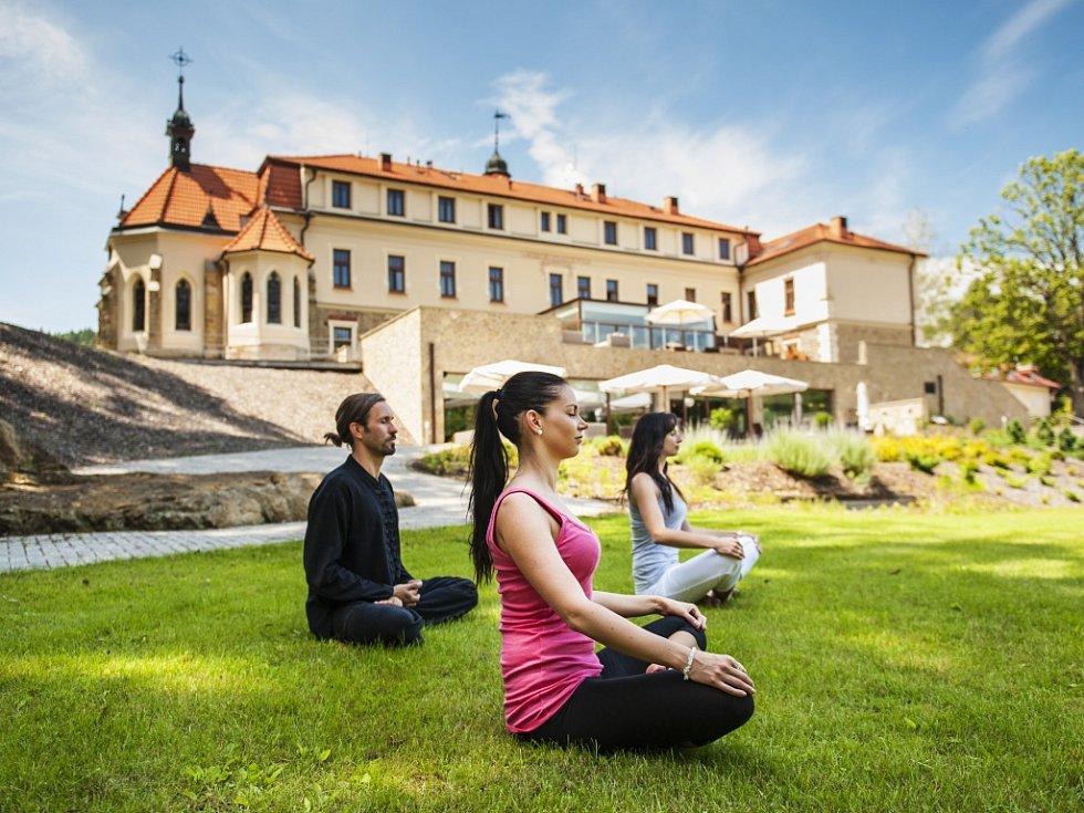 Wellness aktivity nejsou špatné, ale přátelé jsou pro zdraví podstatnější