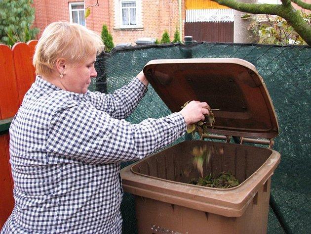 Dagmar Darebníková ze zlínské čtvrti Zálešná je spokojená se systémem třídění bioodpadu, který se v Zálešné zavedl.