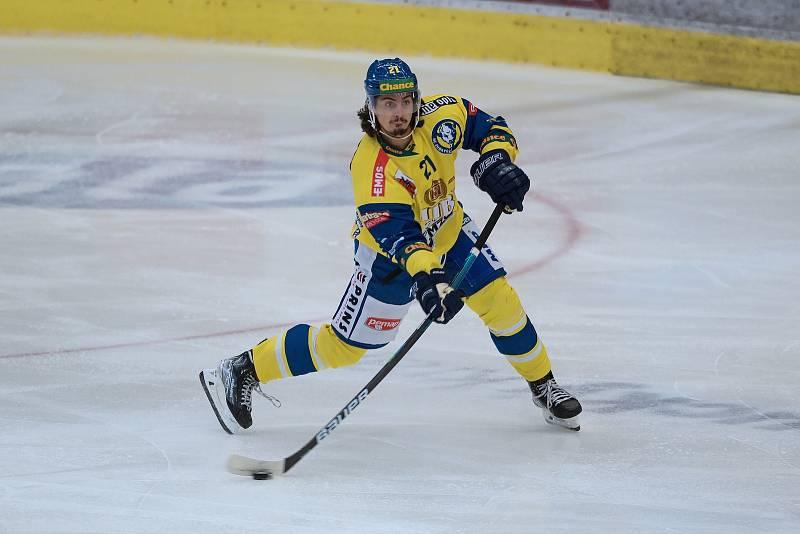 Hokejisté Přerova (ve žlutém) v přípravě proti Šumperku. Robert Černý