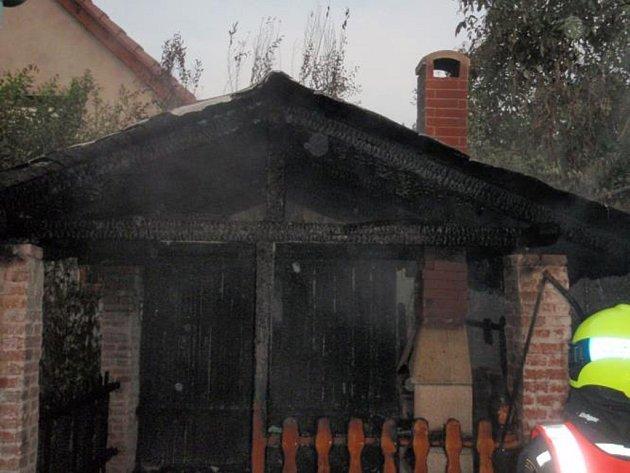 Požár zahradního altánu v Brumově - Bylnici.