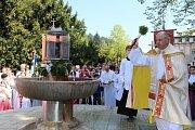 Svěcení pramenů v lázeňském areálu v Luhačovicích v neděli 14. května 2017.