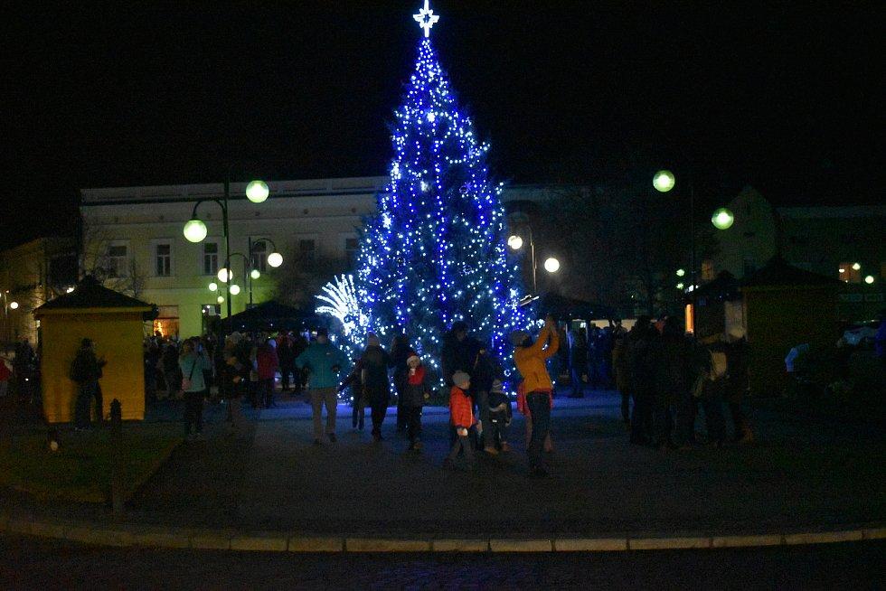 Vánoční strom 2020 v Holešově.