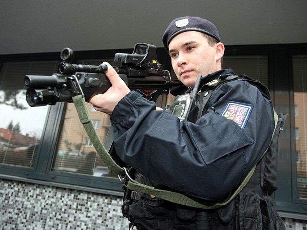 Prvosledové policejní hlídky na obvodní oddělení ve Zlíně.