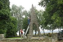 Památník obětem II. světové války Březnice – Mohyla