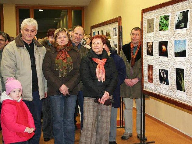 Zájem nad očekávání organizátorů vyvolala u občanů Vlachovic–Vrbětic na Valašskokloboucku soutěž fotografií a následná výstava na téma Bůh ve vlachovské farnosti.