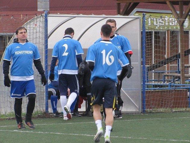 Utkání Zimní ligy v malé kopané ve Fryštáku Benfika - Ramirest 5:2, který se hrál v sobotu 11. ledna.