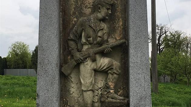 Pomník partyzána z druhé světové války v Hostišové. Letos se dočká opravy.