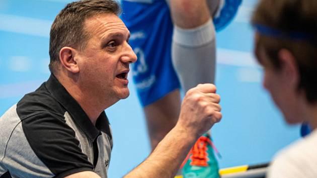 Trenér Michal Kvapil povede otrokovické florbalisty i v nadcházejícím superligovém ročníku.