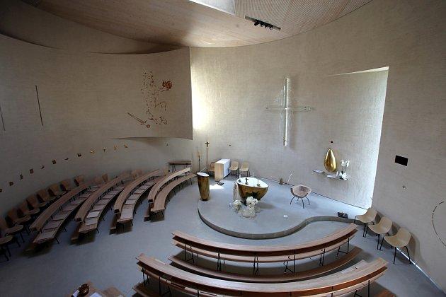 Interiér kostel svatého Václava v Sazovicích