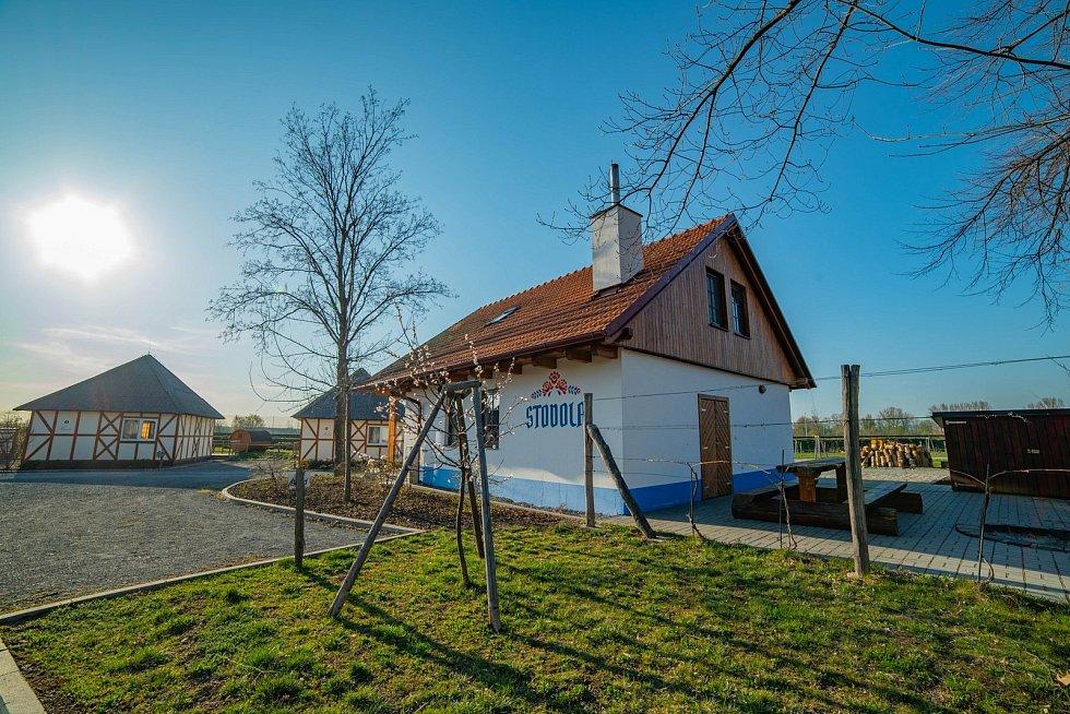 Kempy ve Zlínském kraji se v roce 2021 těší oblibě turistů. Na snímku Slovácký dvůr v Ostrožské Nové Vsi.