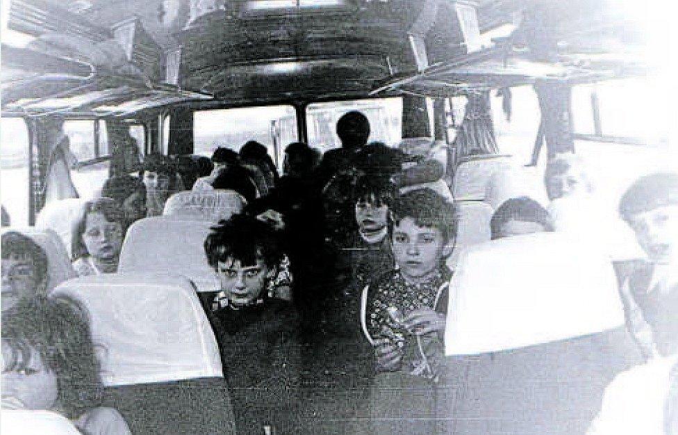 Základní škola Jasenná, 1978. Školáci aneb Jedeme na výlet...