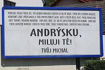 Zamilovaný vzkaz na bilboardu ve Zlíně