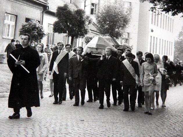 Výstava Jaroslav Novák/srpen 1968 v muzeu v Napajedlích  Archivní fotografie z pohřbu Jaroslava Nováka.