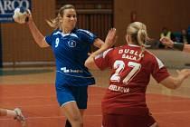 Interligové házenkářky Zlína (v modrém) v rámci 3. kola mezinárodní soutěže v neděli odpoledne hostily Šaľu.