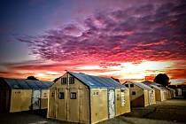 """""""Domek"""" má plochu cca 17,5 m² a poskytuje ubytování pro 4 až 6 osob. Tým o 4 lidech jej dokáže postavit za 5 hodin."""