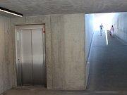 Po rekonstrukci se dočkají přístupu na zastávku MHD také invalidé a maminky s kočárky, díky výtahu, který před rekonstrukcí chyběl.