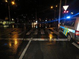 Nepozornost chodce v Otrokovicích zřejmě zavinila srážku s vozidlem.