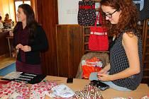 V sobotu 14. listopadu 2015 se ve žlutavské sokolovně konal Vánoční babinec. Koupit si lidé mohli nejrůznější ručně vyráběné dekorace, ale třeba i domácí kozí či krav toské sýry.