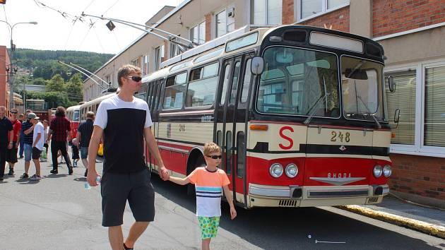 V sobotu 9. června 2018 se konal tradiční Den otevřených dveří Dopravní společnosti Zlín-Otrokovice. Lidé se mohli podívat do vozovny, dispečinku, lakovny či v autobuse projet mycí linkou. Nechyběla ani možnost projet se starými autobusy.