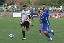 Zkušený stoper Petr Buchta (v bílém dresu) patří ke klíčovým hráčům Fastavu Zlín.