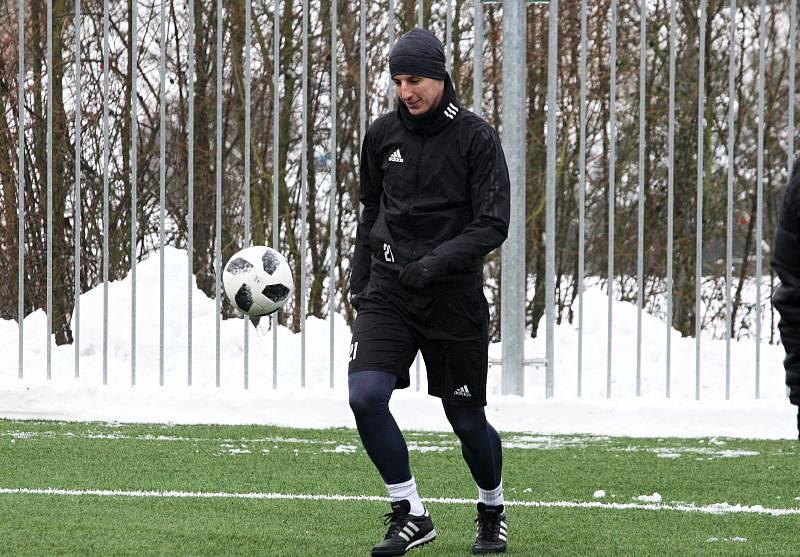 Fotbalisté Zlína v sobotu odpoledne poprvé trénovali na hřišti. Trenér Michal Bílek svěřence vůbec nešetřil.